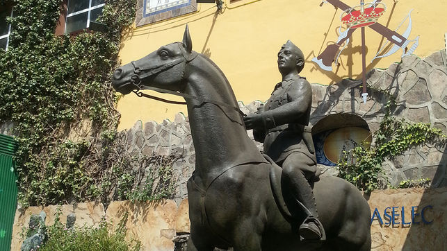 estatua-ecuestre-franco-fundacion