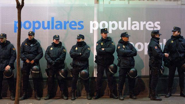 policia-pp-manifestantes-alvaro-minguito_ediima20130119_0036_19
