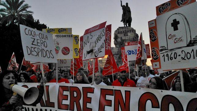 empleados-coca-cola-sevilla-protesta-ere_ediima20140210_0220_4
