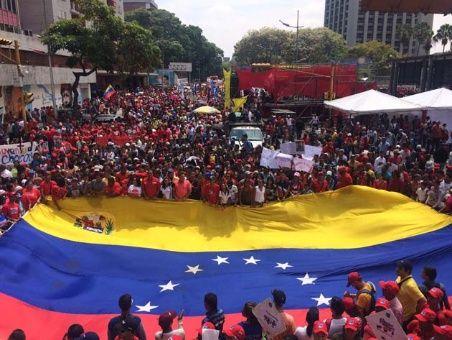 marcha-chavista-bandera_1718483347