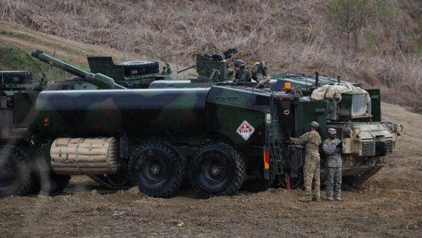 soldados_estadounidenses_participan_en_unas_las_maniobras_militares_conjuntas_de_corea_del_sur_y_eeuu_en_respuesta_a_un_hipotxtico_ataque_de_corea_de_norte_-_efe_1718483347