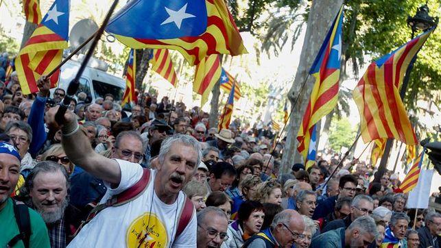 ley-catalana-independencia-inmediata-referendum_ediima20170522_0045_4