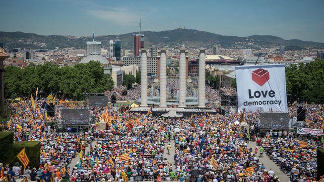 concentracion-soberanista-apoyo-referendum-catalunya_ediima20170611_0210_19