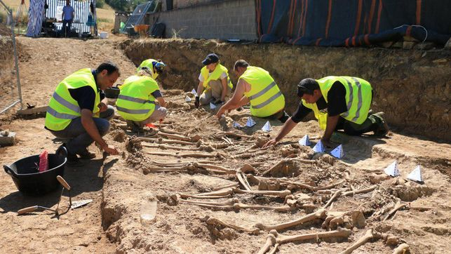 exhumacion-restos_ediima20170621_0604_19