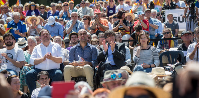 independentista-referendum-puigdemontpep-guardiola-independencia_ediima20170611_0243_19