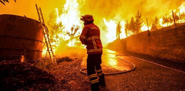 visibilidad-impide-actuar-incendio-portugal_ediima20170619_0357_19