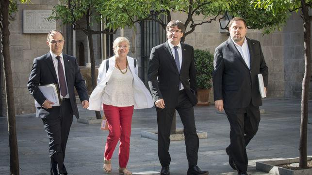 reunio-govern-consellers-generalitat-puigdemont_ediima20170718_0312_19