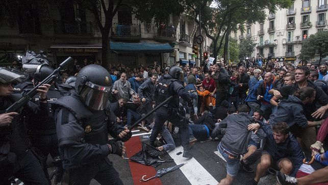 carregues-referendum-barcelona-escola-ramon_ediima20171002_0741_4