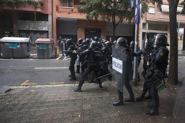 carregues-referendum-barcelona-escola-ramon_ediima20171002_0743_5