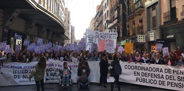 cabecera-manifestacion-estudiantes-pensionistas-preciados_ediima20181114_0734_19
