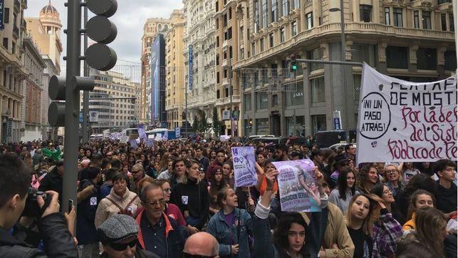manifestacion-jovenes-pensionistas_ediima20181114_0706_19